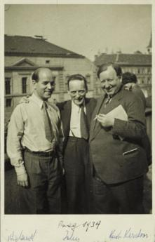 Wieland Herzfelde, John Heartfield and Kurt Kersten, Prague, 1934. Photographer unknown, Akademie der Künste, Berlin, JHA 607/23.3.1.