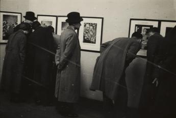 Visitors in the Heartfield gallery at the International Photo Exhibition at the Mánes art sociely, Prague, 1936. Photo: unknown photographer, Akademie der Künste, Berlin, JHA 620/36.1.1.