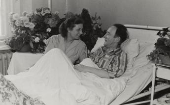 Gertrud Heartfield and John Heartfield at Charité hospital, Berlin (East), 1951. Photo: unknown photographer, Akademie der Künste, Berlin, JHA 599/15.1.4.