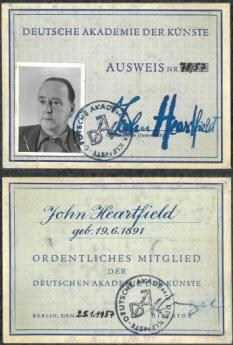 Membership card of the Deutsche Akademie der Künste, Berlin (East) [recto / verso], 1957. Photo: Akademie der Künste, Berlin, JHA 666/3
