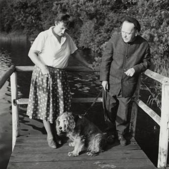 John und Gertrud Heartfield with their dog Adam, Waldsieversdorf, 1967. Photo: Akademie der Künste, Berlin, JHA 599/15.1.5.